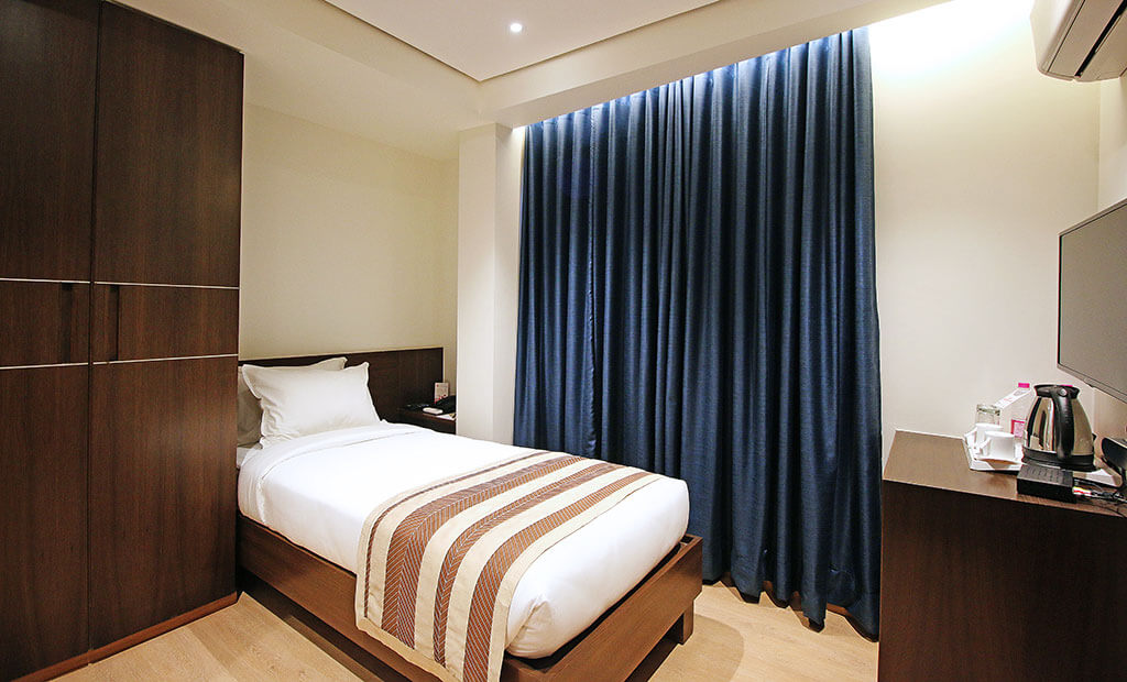 Standard Economy Budget Hotels Near Domestic International Ahmedabad Airport | Budget Hotels In Ahmedabad Gandhinagar| Hotels Near Vatva Gidc | Hotels Near Mahatma Mandir Hotel German Palace near Gandhinagar Ahmedabad Airport, Meeting Conferences, Luxurious Room, Banquet Corporate Halls, Veg Non Veg Restaurant